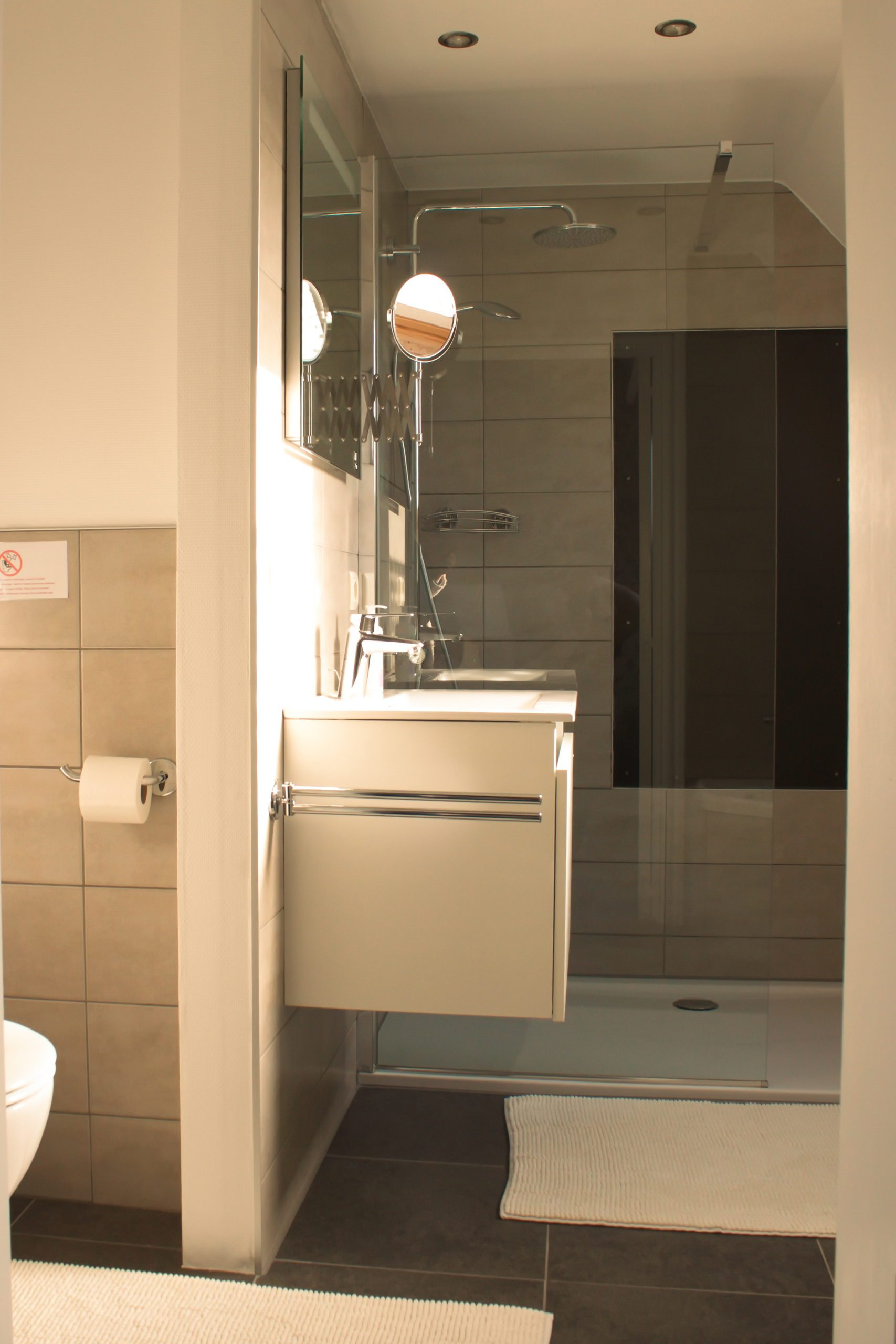 Totaal gerenoveerde badkamer gastenkamer Côté Ciel overdag