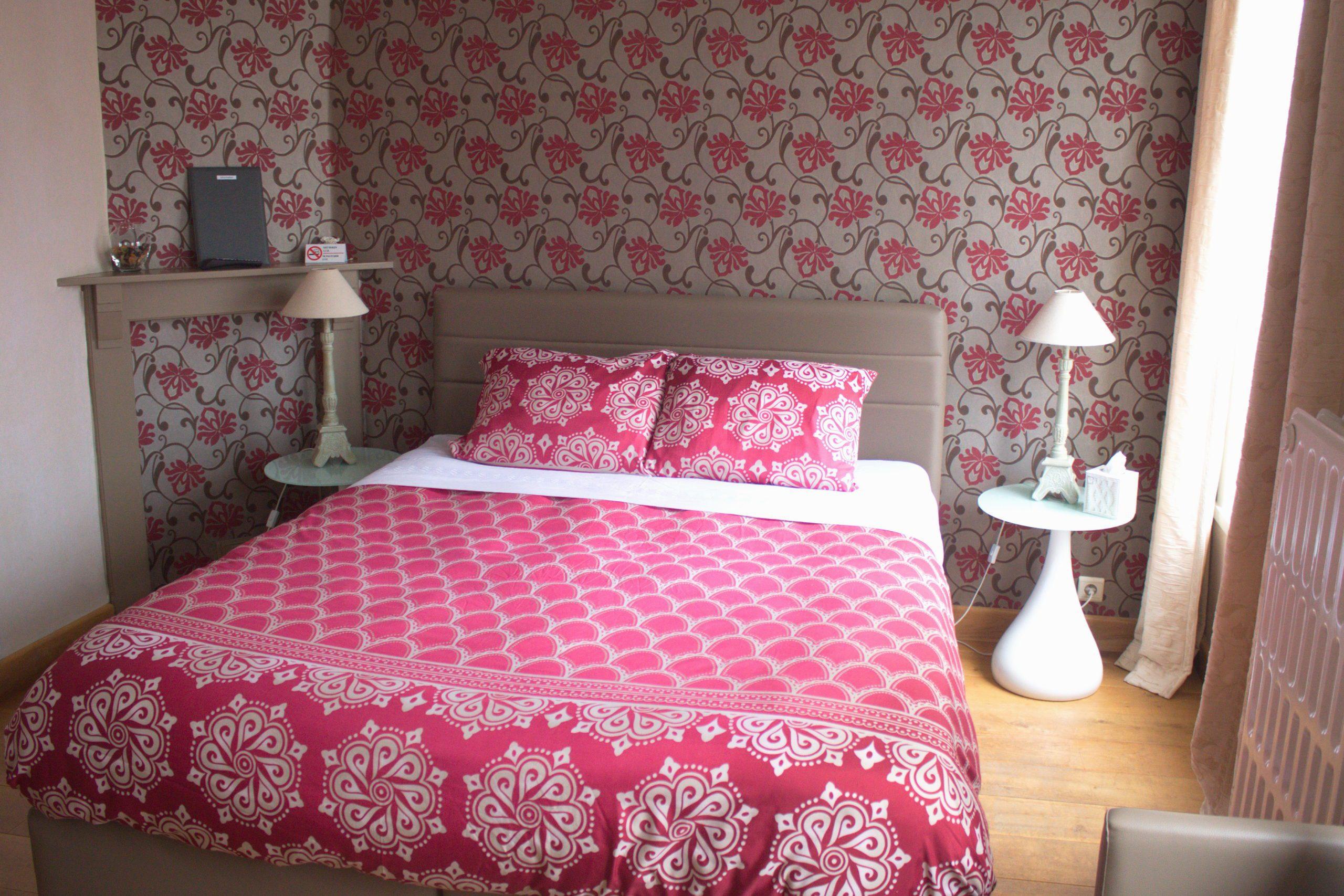Gastenkamer Côté Coupure - zicht op voleldige kamer vanaf badkamer getrokken